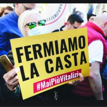 Manifestazione-del-M5S-contro-i-vitalizi-in-Piazza-SS-Apostoli-980x667xxx